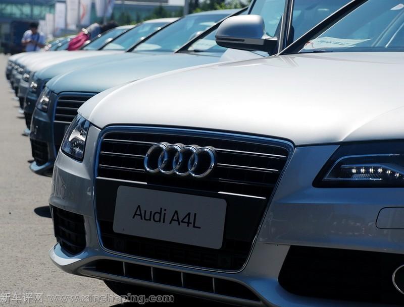 部评论   在长春一汽-大众工厂奥迪数字化总装车间前,奥迪A4L一字排高清图片