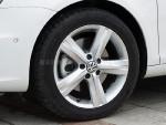 轮胎尺寸为235/45R17,轮圈的造型也比较动感。