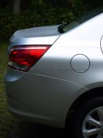 从侧面看,尾灯跟车顶线遥相呼应。