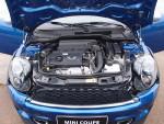 我们试驾的全为Cooper S高性能版,采用1.6T涡轮增压发动机。