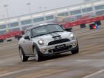 Cooper S的强劲马力足以带来很强的加速快感。