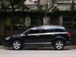 与科帕奇那样的传统美式SUV相比,菲亚特菲跃的车长和轴距都更长,但车身却更加低矮。这是因为这台车设计时目标是做一台SUV与MPV跨界的CROSSOVER车型。