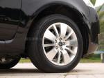 轮圈设计稳重,符合大7 MPV的商务定位。