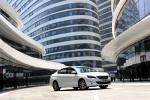 东风标致最新换代的408不久前在北京车展上低调亮相,这次初步接触新一代408,已经发现其有了脱胎换骨的改变,一起通过图片了解一下408新在哪里。 【撰文、摄影:李立山】