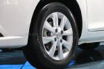 A30采用了比较常见的15寸轮毂,造型和车身还算般配,轮胎尺寸为195/60R15。