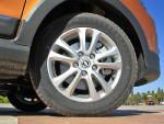 轮胎采用的是195/60 R15的尺寸,我们这次试驾的车型轮胎品牌选用的是来自四川的海大,但我们了解到不同批次的车型也有韩泰等其他品牌的轮胎。