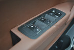 车窗控制按钮有现代全新胜达的影子。