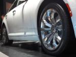 20寸的抛光大轮毂让新车看起来气场十足。