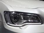大灯整体轮廓没变,但是内部灯组的造型有了新的调整,还加入了LED日间行车灯,档次感提升不少。