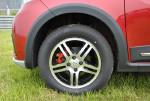欧力威X6实际最小离地间隙,只是比欧力威高了2cm左右,由扁平率更高的轮胎,以及行程更长的避震器共同达成。