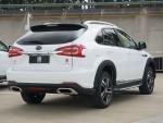 车尾灯具的造型更像雷克萨斯的RX系列了。