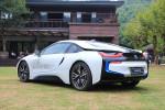 车尾的设计相当出彩。兼顾了帅气和空气动力学,算是量产车里难得一见的设计。