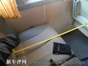 【左:波音737经济舱座椅 右:40座左右大巴座椅】-曾智聪