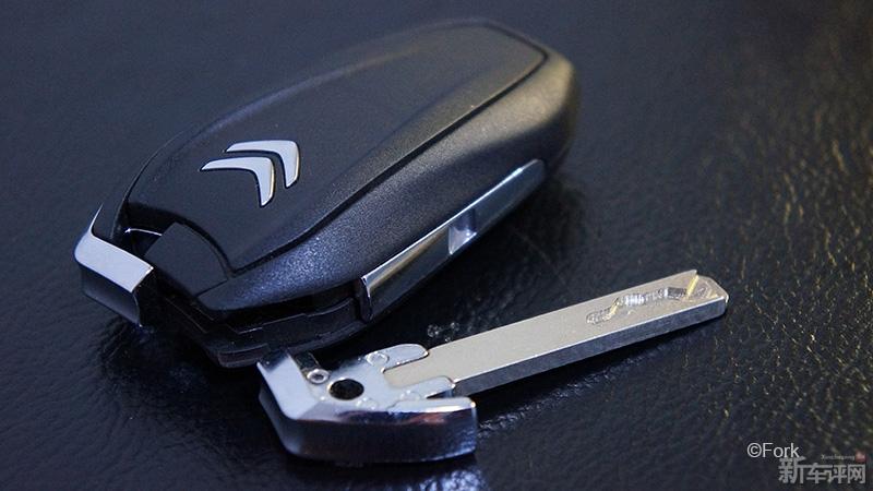 钥匙吧.   c4l1.6thp劲智版的钥匙很好看,我认为是目前雪铁龙高清图片