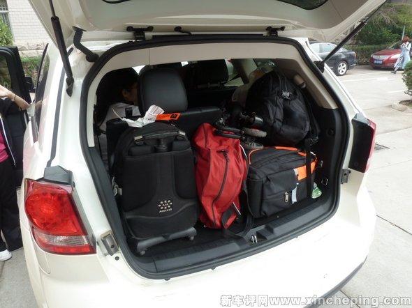 七座车的六人旅行高清图片
