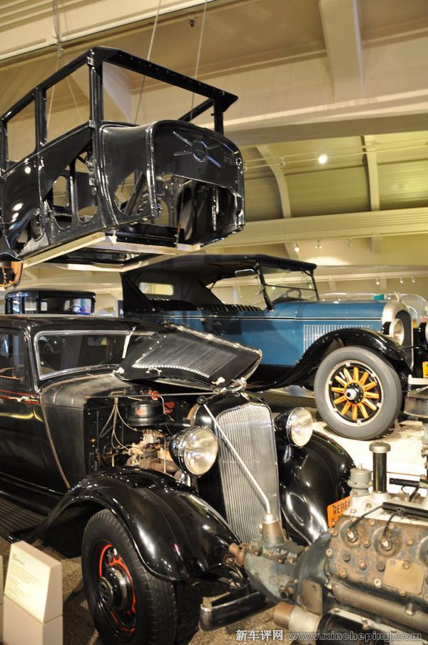 非承载式车身+大梁底盘+大排量发动机是上世纪30-40年代轿车的写高清图片