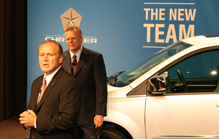 克莱斯勒有限责任公司(新克莱斯勒)宣布,在新管理团队中,bob高清图片