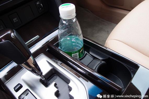 凯美瑞尊瑞长测(36)用车:看看何为一流的杯座