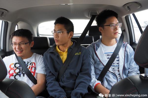长安CS75长测(30)兄弟们对后座怎么看?